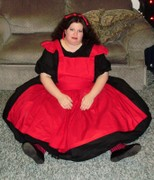 customer wearing plus size Alice in Wonderland Malice doll lolita Halloween costume in red and black