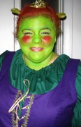 customer wearing Fiona plus size Renaissance Halloween costume from Shrek